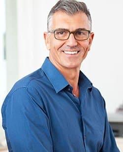 Zahnimplantate Krefeld - Zufriedener Patient -Zahnarztpraxis Michail Golmann