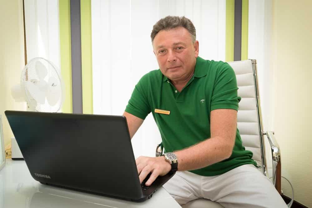 Zahnarzt Krefeld Golmann bietet Beratung online an